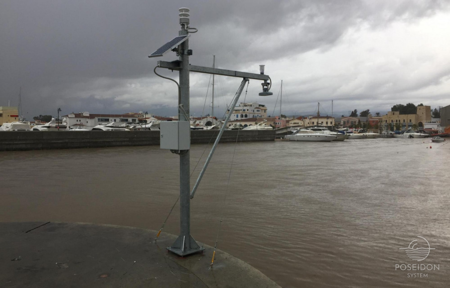 Typical installation of a radar tide gauge equipped with meteorological sensors and wireless telecommunication link